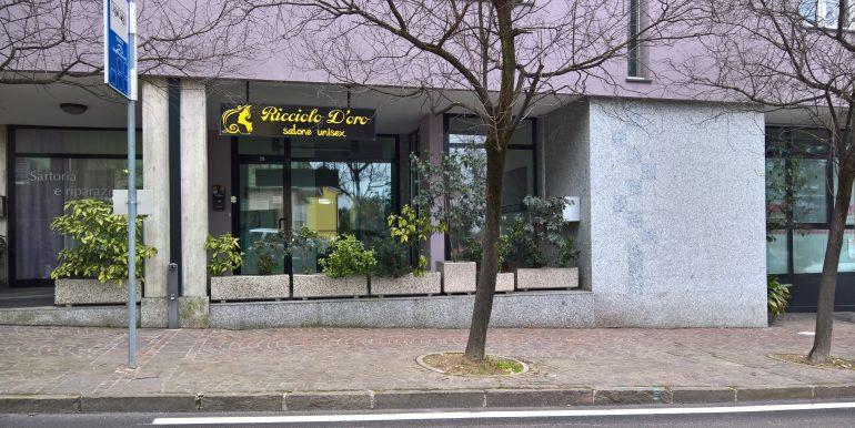 Foto negozio parrucchieri via Magazol_230217